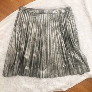 Rebel Wilson X Angels Pleated Metallic Skirt NWT ✨